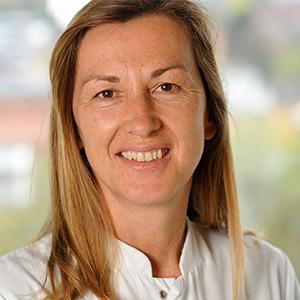 Dieses Bild zeigt ein Portrait von Frau Dr. Anke Battmann.