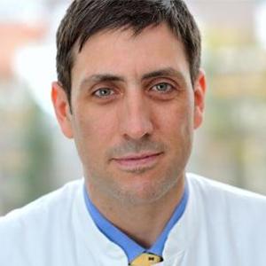 Dieses Bild zeigt ein Portrait von Herrn Prof. Dr. med. Dominik Denschlag.