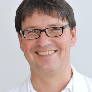 Dieses Bild zeigt ein Portrait von Herrn Dr. med. Matthias Karcher-Rieger.