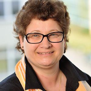 Dieses Bild zeigt ein Portrait von Frau Bettina Maibach.