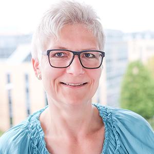 Dieses Bild zeigt ein Portrait von Frau Anja Oesterling.