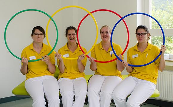 Dieses Bild zeigt das Team der Physiotherapie und Ergotherapie in der Geriatrie. Zu sehen sind vier Damen.