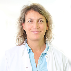 Dieses Bild zeigt ein Portrait von Frau Dr. Corinna Reimertz.