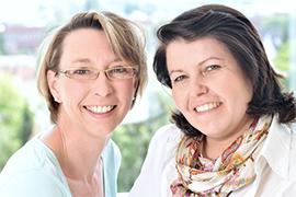 Dieses Bild zeigt ein Portrait von Frau Mara Rühl und Frau Alexandra Walter.