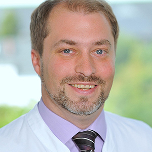 Dieses Bild zeigt ein Portrait von Herrn Dr. Arik Sauer.