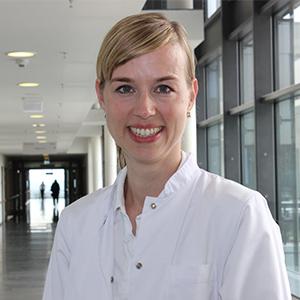 Dieses Bild zeigt ein Portrait von Frau Dr. Wiebke Smart.