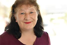 Dieses Bild zeigt ein Portrait von Frau Iris Zimmer-Kayser.