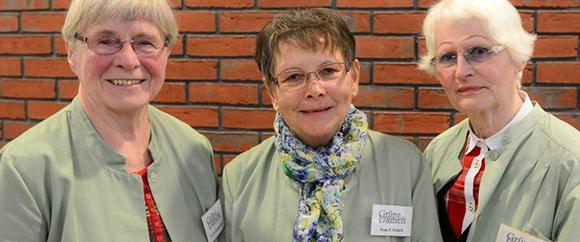 Dieses Bild zeigt die drei grünen Damen der Hochtaunus-Kliniken.