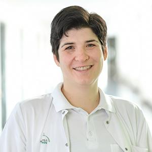 Dieses Bild zeigt ein Portrait von Frau Dr. med. Julia Hemberger.