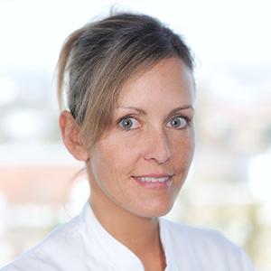 Dieses Bild zeigt ein Portrait von Frau Dr. med. Maxi Hochrein